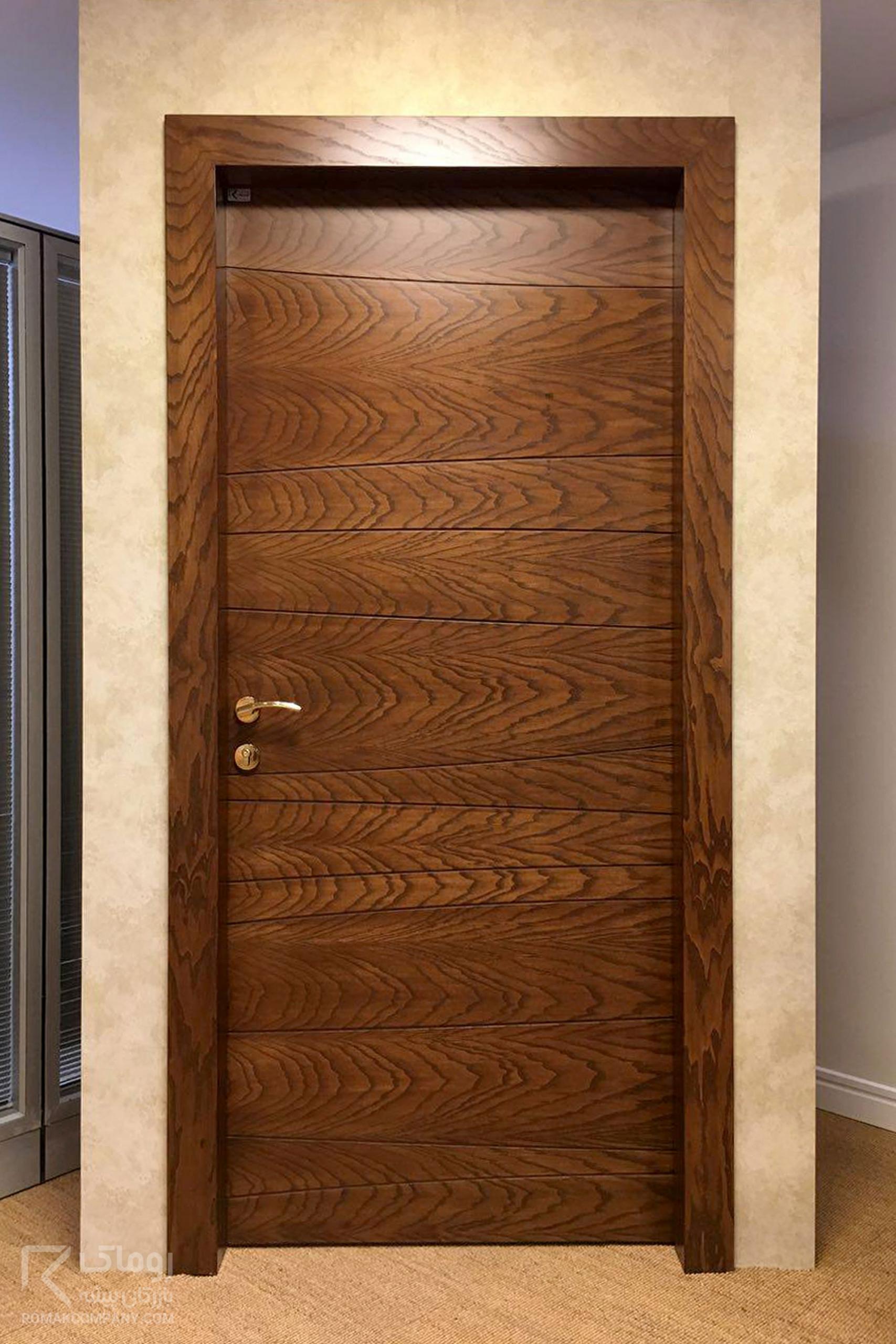 درب چوبی منزل